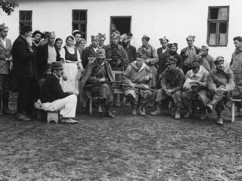 McDowell, sitting in the middle, to the left of the Draza