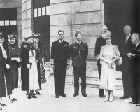 London, Buckingham Palace during the war.  Left to right: Yugoslav Queen Marija Karadjordjevic Wife of Czechoslovakian president Benesh Wife of Polish president Raczkiewicz  Netherland's Queen Wilhemina  British King George VI Yugoslav King Peter II Norwegian King Haakon VII British Queen Elizabeth  President of Poland Raczkiewicz President of Czechoslovakia Benesh.